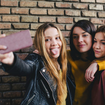 teen oversharing online, are selfies dangerous