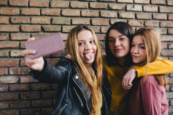 teen sharing too much personal information online, are selfies dangerous